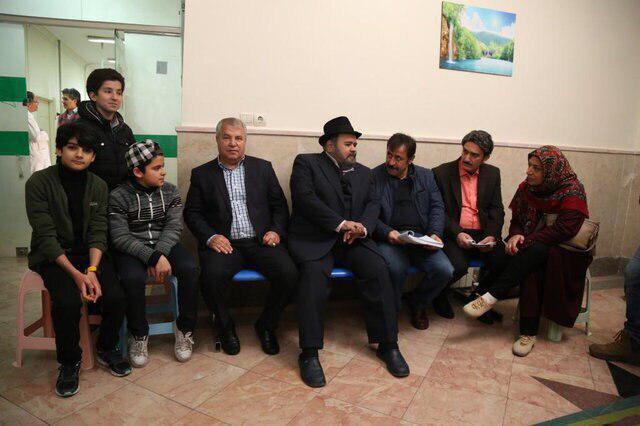 علی پروین در پشت صحنه سریال شش قهرمان و نصفی